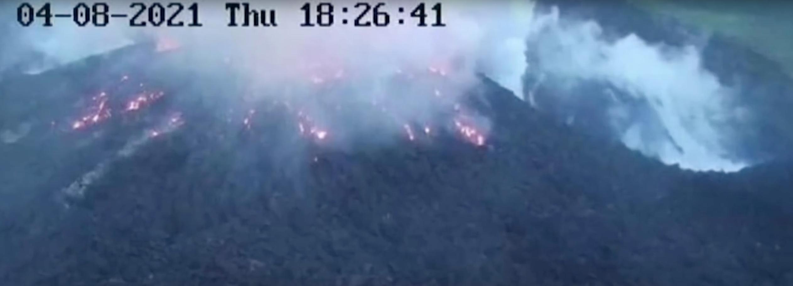 Eruption volcanique dans l'île de Saint-Vincent : évacuation de 16 000 habitants (sans tests !)