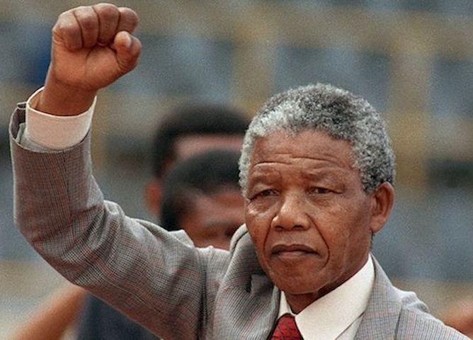 Un symbole de liberté : Le 12 juin 1964 Mandela est condamné à la prison à vie pour son combat contre l'apartheid
