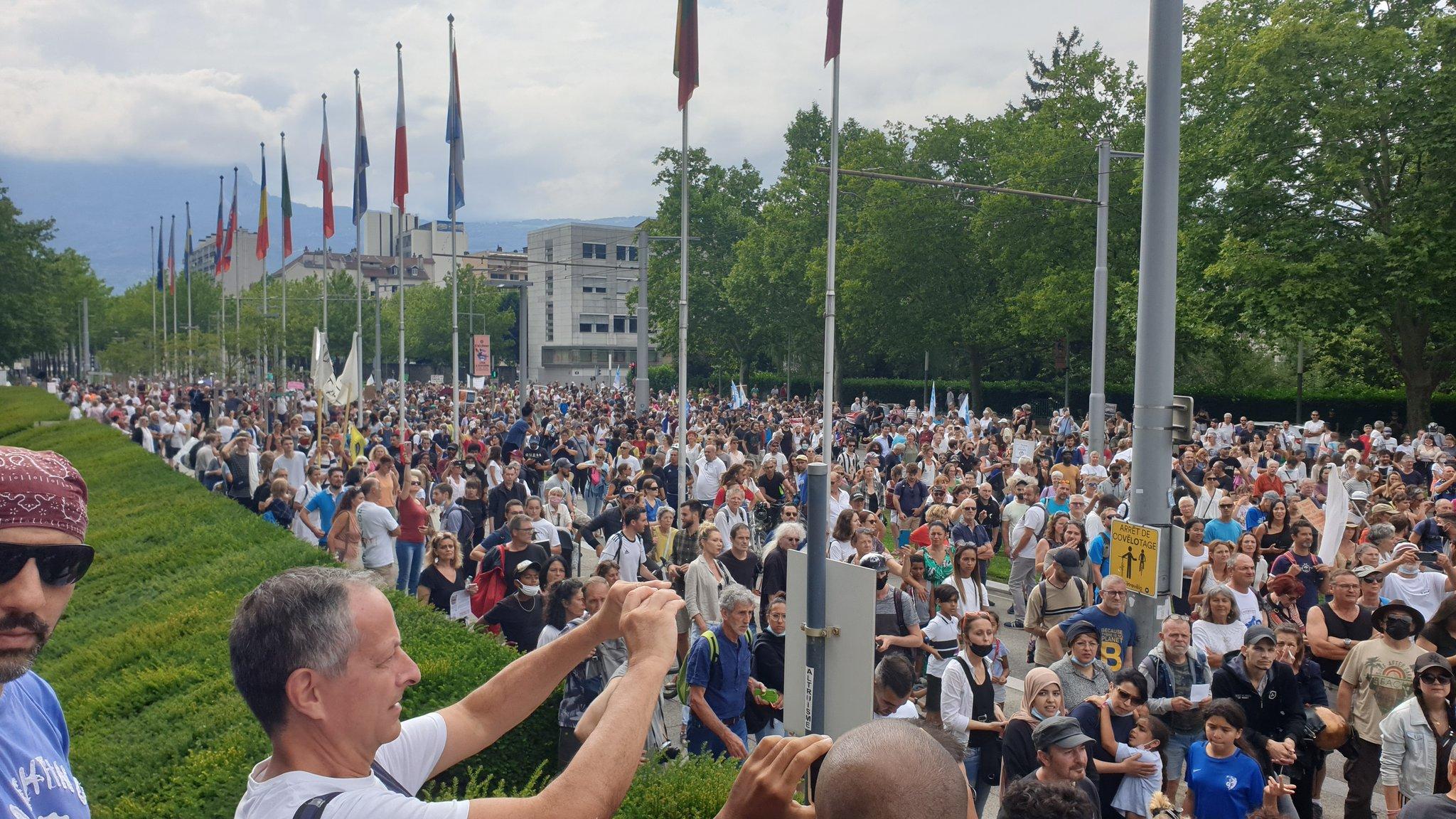 Mobilisation monstre dans toute la France contre le Pass sanitaire
